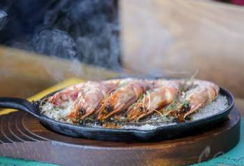 Crevettes grises sautées au thym et à l'ail